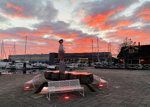 FARGEFLOTT START: Slik så himmelen over Holmestrand ut rundt klokka 0750 onsdag morgen.