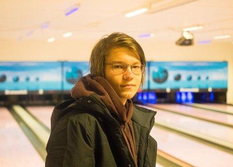 KRITISK: Isak-Henrik Kaspersen (17) mener det er alt for lite friltidstilbud i Kirkenes.