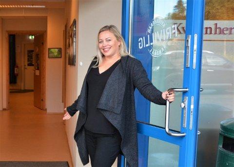 Leiar for Kvinnherad Frivilligsentral, Veronica Thorkildsen Thorsen, får mykje ros og skryt av seniorgruppa.