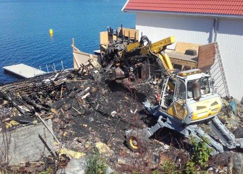 OPPRYDDING I GANG: Ryddinga av branntomta i Uskedalen er i gang denne veka.