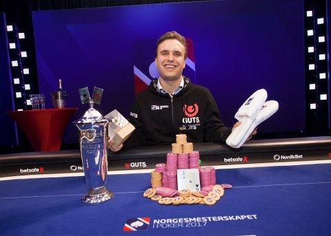 MESTER: Samboer, Kristoffer Skolem vant 1,4 millioner kroner da han vant poker-NM i april 2017.