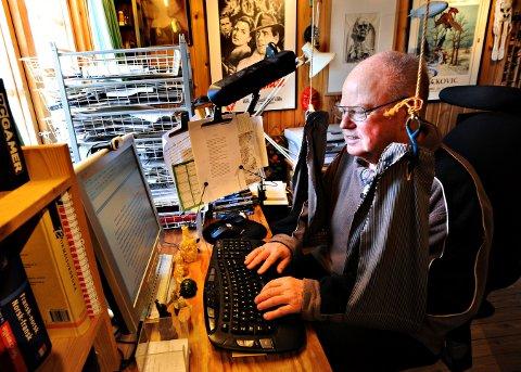 ARBEIDSPLASS: Tor Edvin Dahl regner seg nærmest som fastboende på hytta på Blestølen. Han siste bok er inspirert av hytta han bor i. Bildet er fra 2013.
