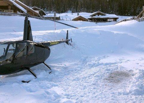 UHELLET: Helikopteret driftet fire meter til høyre og havnet rett i snøen. Det ble skader på halerotoren.