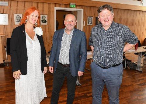Fornøyd: Varaordfører Lena Hamnes (Ap), ordfører Frank Johnsen (Sp)  og Høyre-politiker Eivind Holst er glade for at det nå legges på bordet penger til SKREI i Kabelvåg.