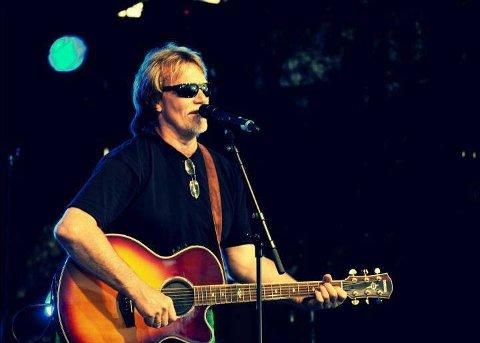 """KONSERT: Med en over 30 år lang solokarriere, så er ikke Robert Taylor en helt vanlig trubadur! Han spiller pubfavorittene med en """"American twist"""". Fredag 28. februar 2020, spiller han i Lyngdal!"""
