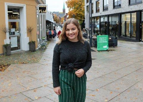 GLAD HUN FIKK SJANSEN: Kaja Krogsvold (20) ble i fjor høst fast medlem av Moss kommunestyre for Arbeiderpartiet og forteller om en svært lærerik tid.