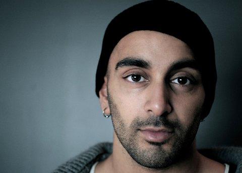 POPULÆR: Skuespiller Adil Khan kommer til Moss og deltar på markeringen av Verdensdagen for psykisk helse. (Pressefoto)