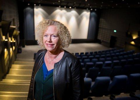LETTET: Ingeborg Flornes et glad for at feilen ble funnet kjapt og rettet, slik at onsdagens filmer kan vises som planlagt i den største salen på Namsos kino.