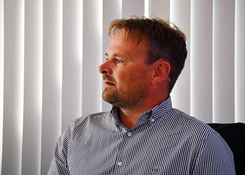 STØTTER WITZØE: Sjef for SalMar, Gustav Witzøe, har skapt debatt etter hans uttalelser om at formuesskatten tapper bedrifter for penger, og gjør at norske bedrifter stiller svakere i konkurranse med utenlandske aktører. Svein Gustav Sinkaberg (bildet), konsernsjef for Sinkaberg-Hansen mener formuesskatten er en trussel for oppdrettsnæringa.