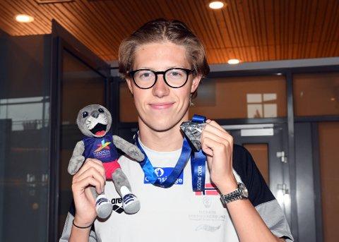 SØLVGUTT: Henrik Christiansen ankom Gardermoen med EM-sølv i bagasjen.