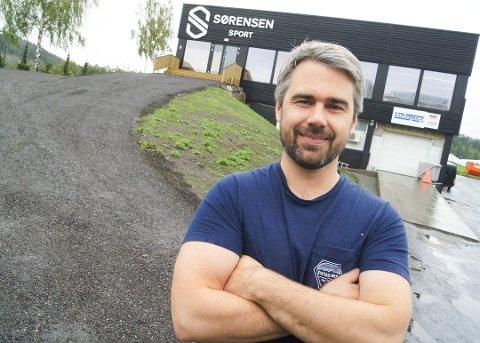 """KJØRER PÅ: Robert Kay er glad for at han har en """"investor som er idealist"""" med seg på Sørensen Sport-laget. Ellers kunne de første månedene på Skullerud ha blitt i det tøffeste laget for Langhus-mannen."""