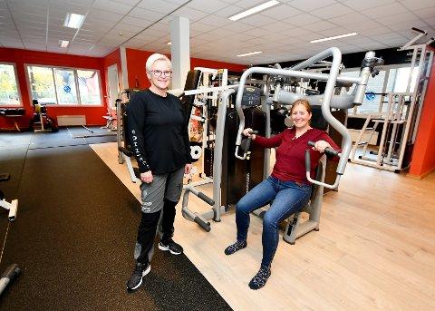 Anita Koot, daglig leder Aktiv Otta, og May Britt Josten, biblioteksjef Sel bibliotek, håper mange vil komme på foredrag om trening, kosttilskudd og kroppsbilde.