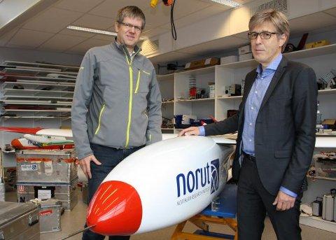 UBEMANNEDE FLY: Leder for Noruts ubemannede fly-aktivitet, seniorforsker Rune Storvold (t.v) og konsernsjef Ivan C. Burkow.
