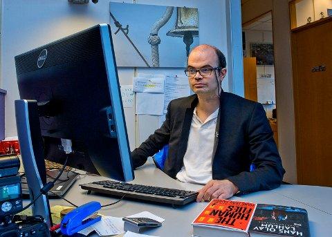 SPENNENDE: – Det ville være en stor fjær i hatten for de borgerlige partiene i Gjøvik om de får til et skifte, påpeker historiker og SV-politiker Hans Olav Lahlum.