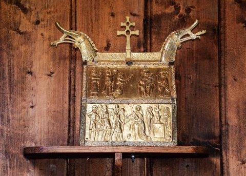 LÅNES UT: Et relikvieskrin fra Hedalen stavkirke har funnet veien til British Museum. Skrinet fra middelalderen er riktignok bare på utlån til glede for skuelystne engelskmenn.