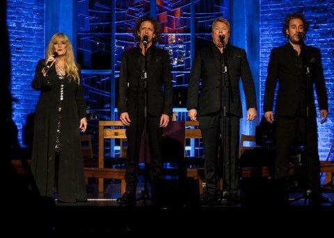 KVARTETTEN: (Fra venstre): Hanne Krogh, Marius Roth Christensen, Thomas Ruud og Jan Erik Fillan i Sofiemyr kirke torsdag kveld.