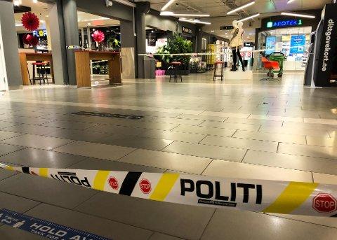 KNIVSTIKKING: Hendelsen skjedde i dette området, midt inne på kjøpesenteret Amfi Elverum.