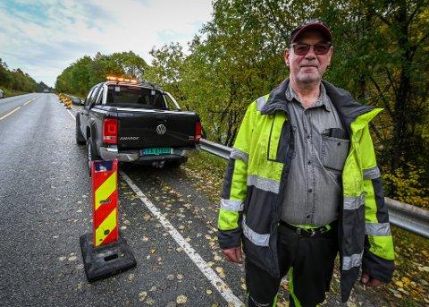 Maskinfører North Roads Lars-Johan Bygdås har stått vakt siden raset gikk mandag i Jamtlibakken på E6 og opplevd veldig mye stygg kjøring forbi stedet.