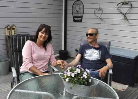 Leve normalt: For paret er det viktig å leve så normale liv som mulig, og sette pris på de små gledene. Å kunne sitte i solveggen på terrassen og spise frokost er noe de ikke tar for gitt.