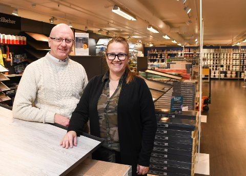 Fra USA til Olrud: Inger og Agnar Jørgensen har tatt over som eiere av Fargerike Hamar på Olrud. Ekteparet har bodd i USA de siste 25 årene.