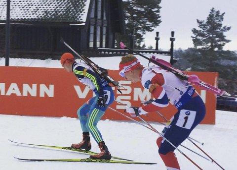 Når muligheten var der, tok de gjerne en titt på skiskytterne som suste forbi i løypa.