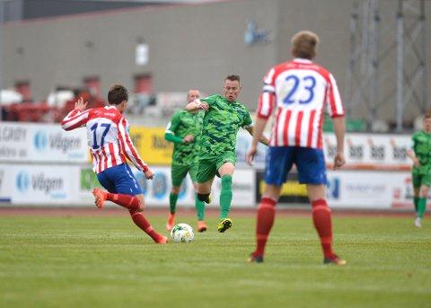 Scoret i debuten: Joachim Edvardsen (i grønt) scoret i HBK-debuten på Blåbærmyra i Valdres i dag.