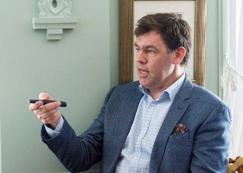 KRYSS-FORKJEMPER: Frederik Skarstein mener det er flere feil i reguleringsplanen for Ringeriksbanen og E16 som fører til forsinkelser.