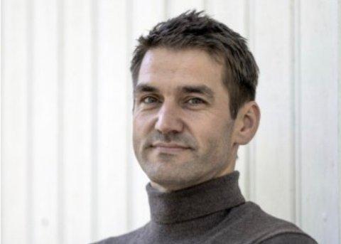 FORFATTER: Sigmund Løvåsen er Kjell Aukrusts biograf og forteller RHA hele historien om hvordan Henrik Sørensen og et bilde fra Holmsbu skulle bli avgjørende for Kjell Aukrusts valg i livet.