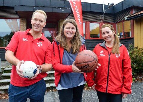 TRE SKOLER: STIF arrangerer tre skoler for barn og unge i høstferien. Asbjørn Vestrum, Anne Laukli (i midten) og Henriette Hope representerer henholdsvis håndball-, basket- og turnskolen.