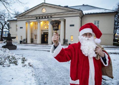 Nissen skapte julestemning på en ellers alvorstynget børs, da han fredag åpnet handelen og ringte med børsbjellen den siste handledagen før jul.