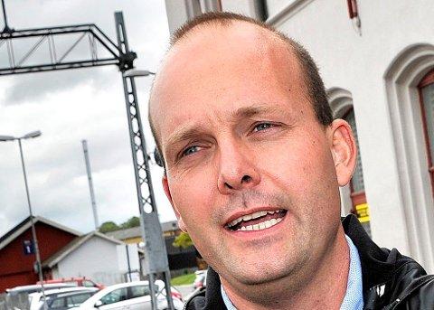 Ordfører Sindre Martinsen-Evje (Ap) vil følge opp LOs ønske om at det stilles krav til minstelønn for virksomheter som ønsker skjenkebevilling i Sarpsborg og varsler en sak om dette i bystyret før sommeren.