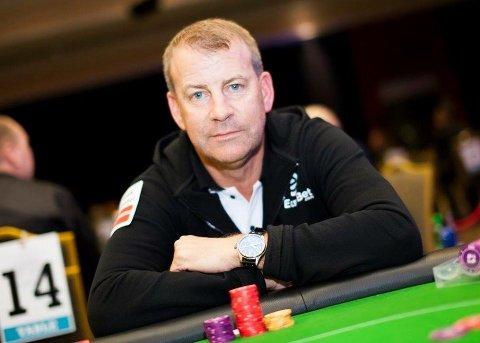 POKERFJES: Tore Pedersen er en ivrige pokerspiller på fritiden. Natt til mandag vant han en halv million  kroner.