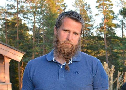 Kjetil Johanson ble tidlig utpekt av egen arbeidsgiver som en som kunne ha skrevet trusselbrevene. Politiet brukte lang tid på å sjekke ham fullstendig ut av saken.
