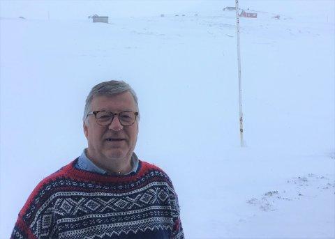 VÊRFAST PÅ HYTTA: Terje Bø frå Skien har feira påska på hytta si på Vikafjellet, men no sit han og kona vêrfast. - Eg håpar me kjem oss av garde i løpet av dagen, seier han.