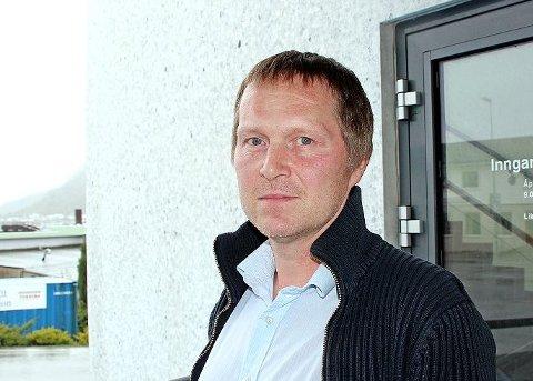 STOR ØKNING: Nils Kjetil Nessa ved NAV-kontoret på Jørpeland forteller at det denne uka har vært en betydelig økning i talet på søknader om dagpenger på grunn av permitteringer. Arkivfoto