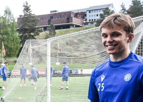 KONTRAKT: Notodden Fotball har signert tre lokale unggutter. Halvor Haug (17) er en av dem.