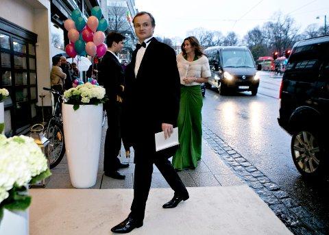 Investor Øystein Stray Spetalen fotografert da han ankom bryllupsfesten til milliardær Jan Haudemann-Andersen i 2014. Begge er med på eiersiden i den nye nettavisen Resett som lanseres mandag, og som har som mål å være et alternativ til etablerte norske medier.