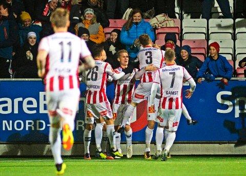 Tromsøs Kent-Are Antonsen scorer i kampen mellom Tromsø og Brann på Alfheim Stadion. Det endte 2-1 til hjemmelaget, hvilket betyr  at Tromsø rykket forbi KBK på tabellen.