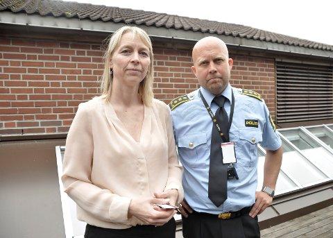 UTDATERT: Jurist i barnevoldsteamet i Vestfold-politiet, Hanne Solheim, og politiinspektør i Sør-Øst politidistrikt, Kjell Johan Abrahamsen, mener det fremdeles eksisterer holdninger som bagatelliserer vold mot barn, holdninger de mener er helt utdatert.