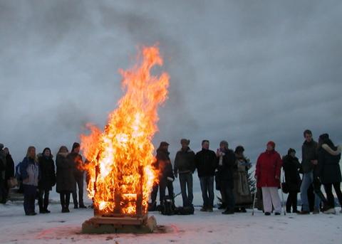VARDEBRENNING: Bildet er tatt under en vardebrenning på Slottsfjellet i 2014.