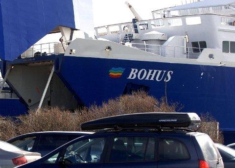 DEKKFEIL: Et av bildekkene på MF «Bohus» slo seg vrangt etter overfarten til Strømstad onsdag ettermiddag. Arkivfoto: Olaf Akselsen