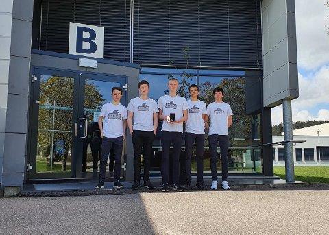 ATAVA: Ungdomsbedriften Atava har utviklet et innovativt deksel til el-biler. Fra venstre: Adrian Hauge, Aksel Stenehjem Evensen, Vilhelm Glørstad Christensen, Armand August Emami og Tobias Haugan Nilsen.