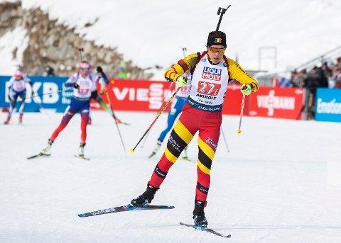 VERDENSCUP: Lotte Lie har fått føle koronasmitten nært da treneren Jean-Guillaume Béatrix testet positivt. Samtidig har Skatval-løperen levert solid sportslig. Her fra Antholz i Italia.