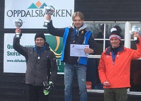 SLALÅMPALLEN: Fra venstre Oskar Aaneby, Simen Sellæg og Johs Herland.
