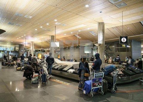Fredag slipper fullvaksinerte innreisekarantene, og Avinor gjør seg klare for stor trafikk og lange køer på flyplassene.