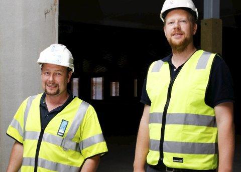 RYDDE OPP: Øyvind Lindeberg (t.h.) i Horten kommune og prosjektleder i Hent AS, Helge Skaftå. De samarbeider for en ryddigere byggebransje. foto: MARTIN MOLAND