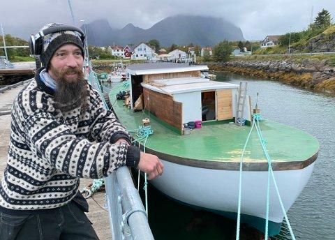 Landligge: Selv om det trolig blir landligge noen år til før Christian Michelsen er ferdig med å gjøre båten sin seilingsklar, har han allerede fjerne reisemål i sikte.