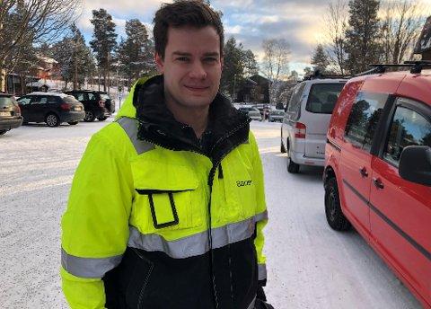 STARTET ENKELTPERSONFORETAK: Morten Emil Rønning vil fortsette jobben som rørlegger, men han ønsker å ha noe arbeid utenom, derfor har han startet enkeltpersonforetaket Rønning Allround Service.