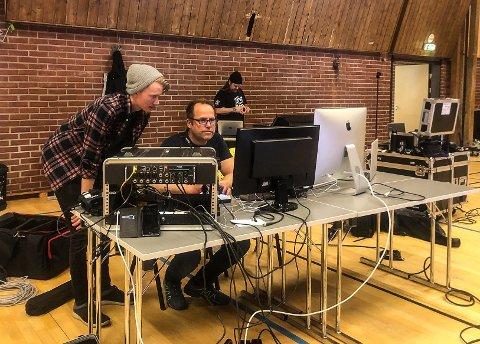 STRØMMESTUDIO: Alvdølen Rune Skogheim (i midten), med sitt eget firma Skogheim Media, vil rigge til det han mener er Fjellregionens første strømmestudio.