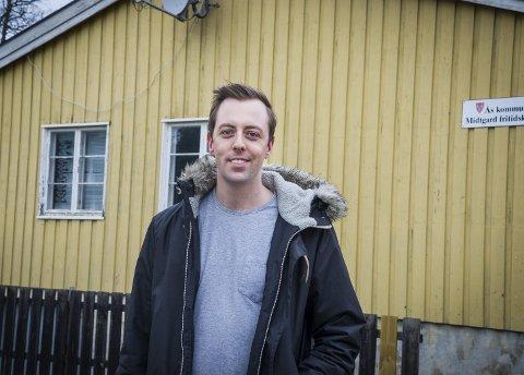 BER MINISTEREN GRIPE INN: Stortingsrepresentant Nicholas Wilkinson (SV) har bedt samferdselsminister Knut Arild Hareide (KrF) om å starte en ny dialog mellom bane NOR og Ås kommune om utbygging av jernbane i Ås.